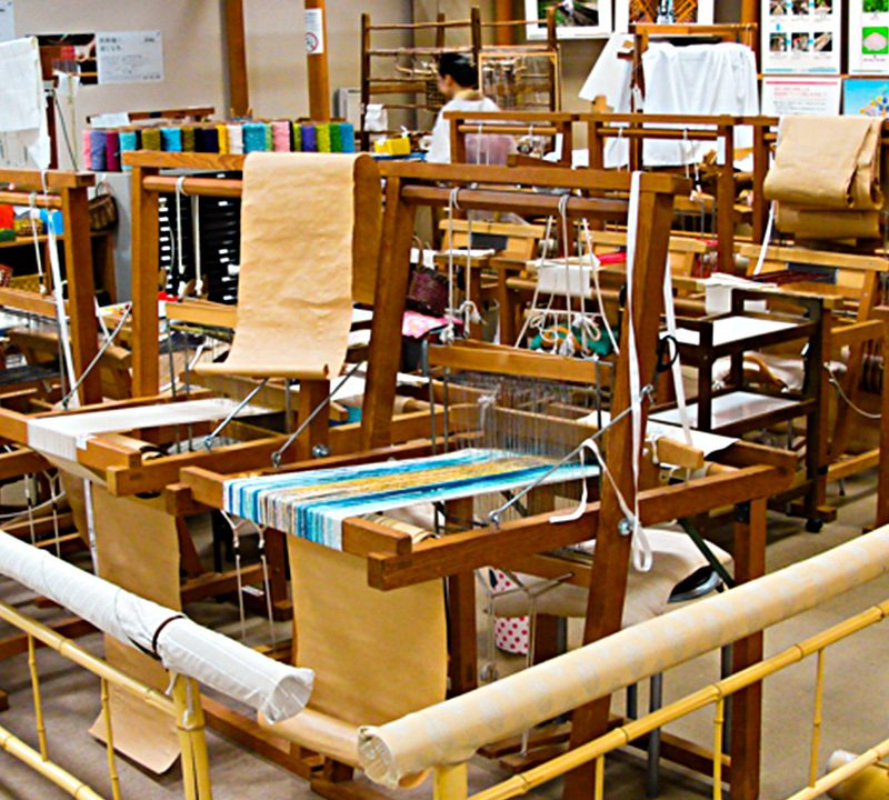 Nishijin-Textile-Center-looms2